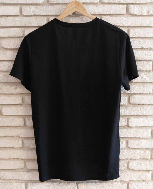 מוצר למכירה: חולצה שחורה צילום מאחור - גב החולצה (חלק)
