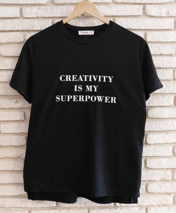 """מוצר למכירה : חולצה שחורה עם כיתוב באנגלית """"יצירתיות זה כוח העל שלי"""""""